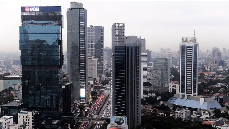 An inspection of buildings in Jalan Thamrin, central Jakarta found many operators pumping groundwater without a permit